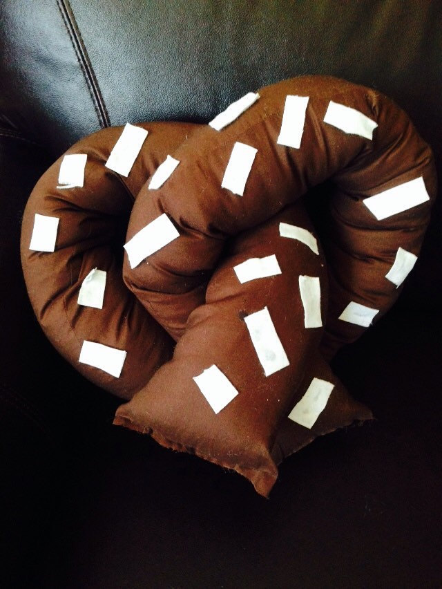 Image of: Pretzel Pillow Set