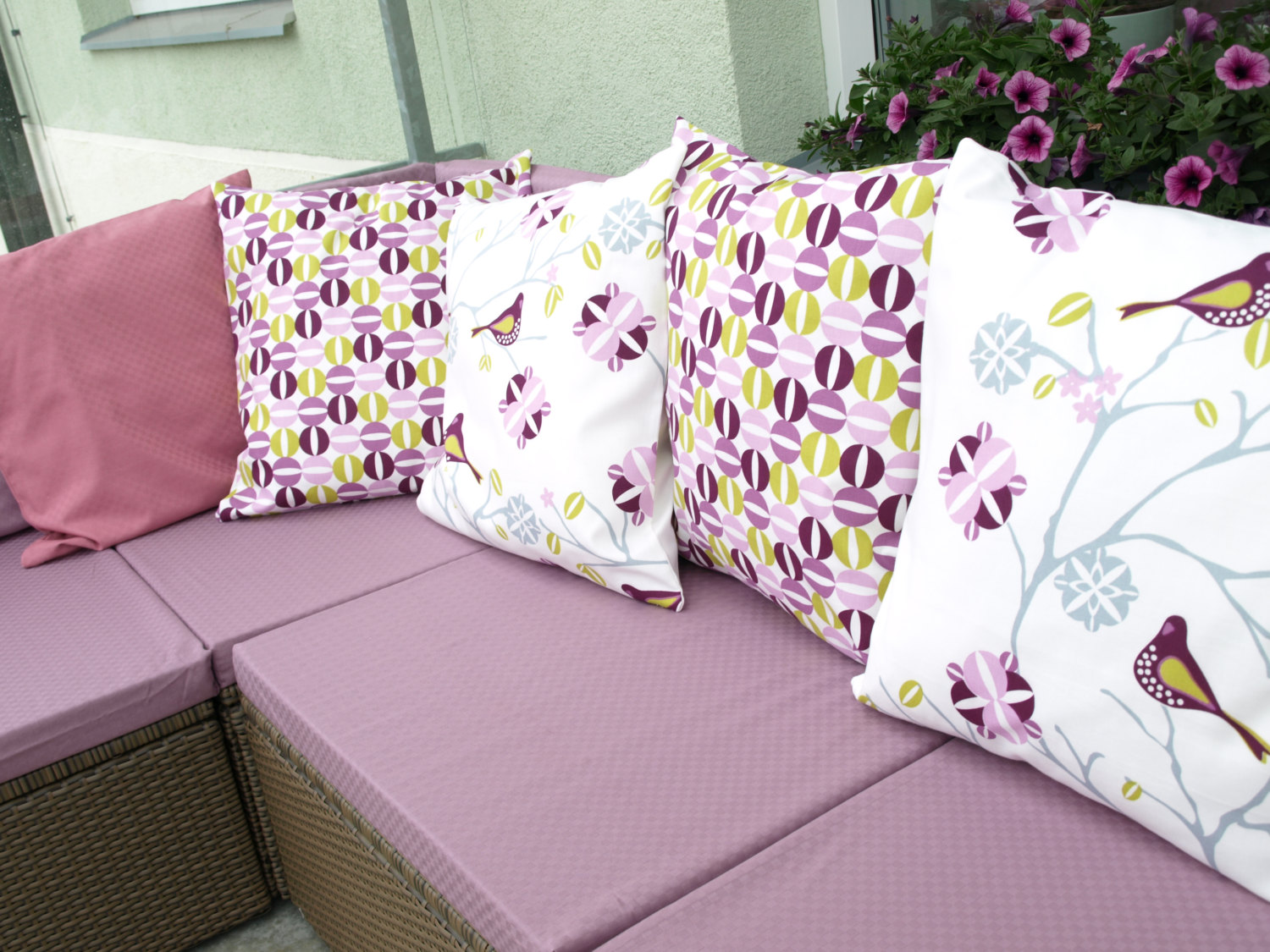 Image of: Decorative Purple Lumbar Pillow Ideas