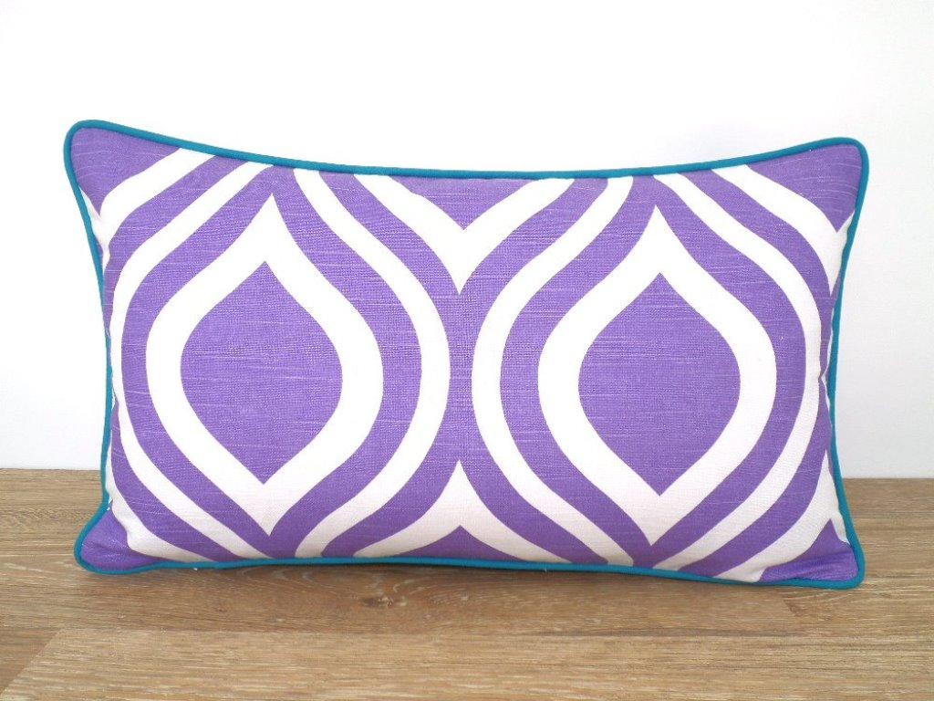 Image of: Purple Throw Pillows Living Room