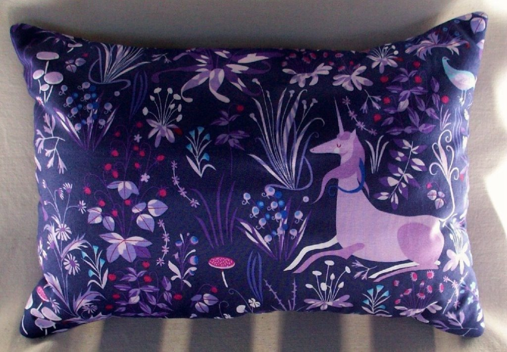 Image of: Purple Throw Pillows for Bedroom