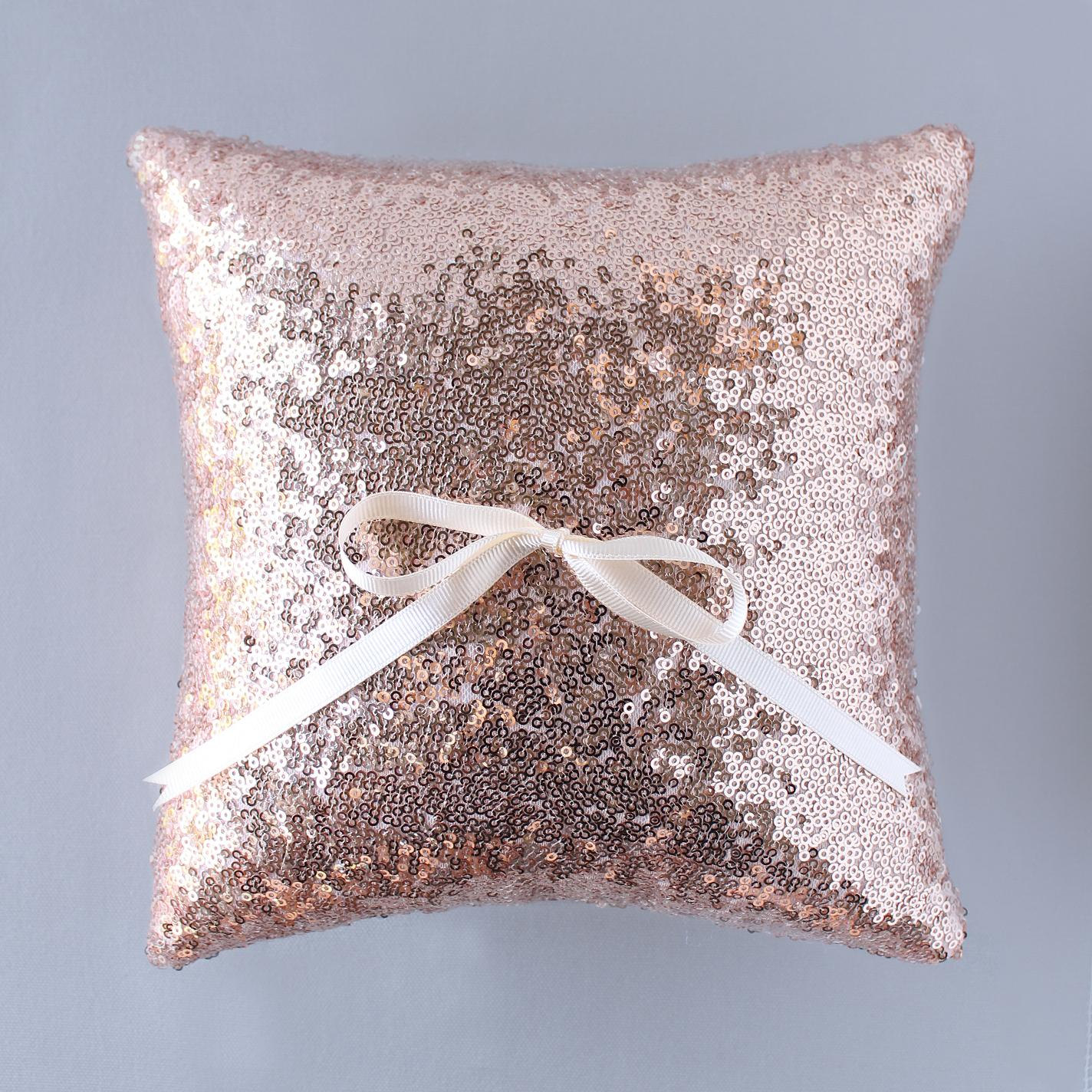 Image of: Rose Gold Pillow Ideas
