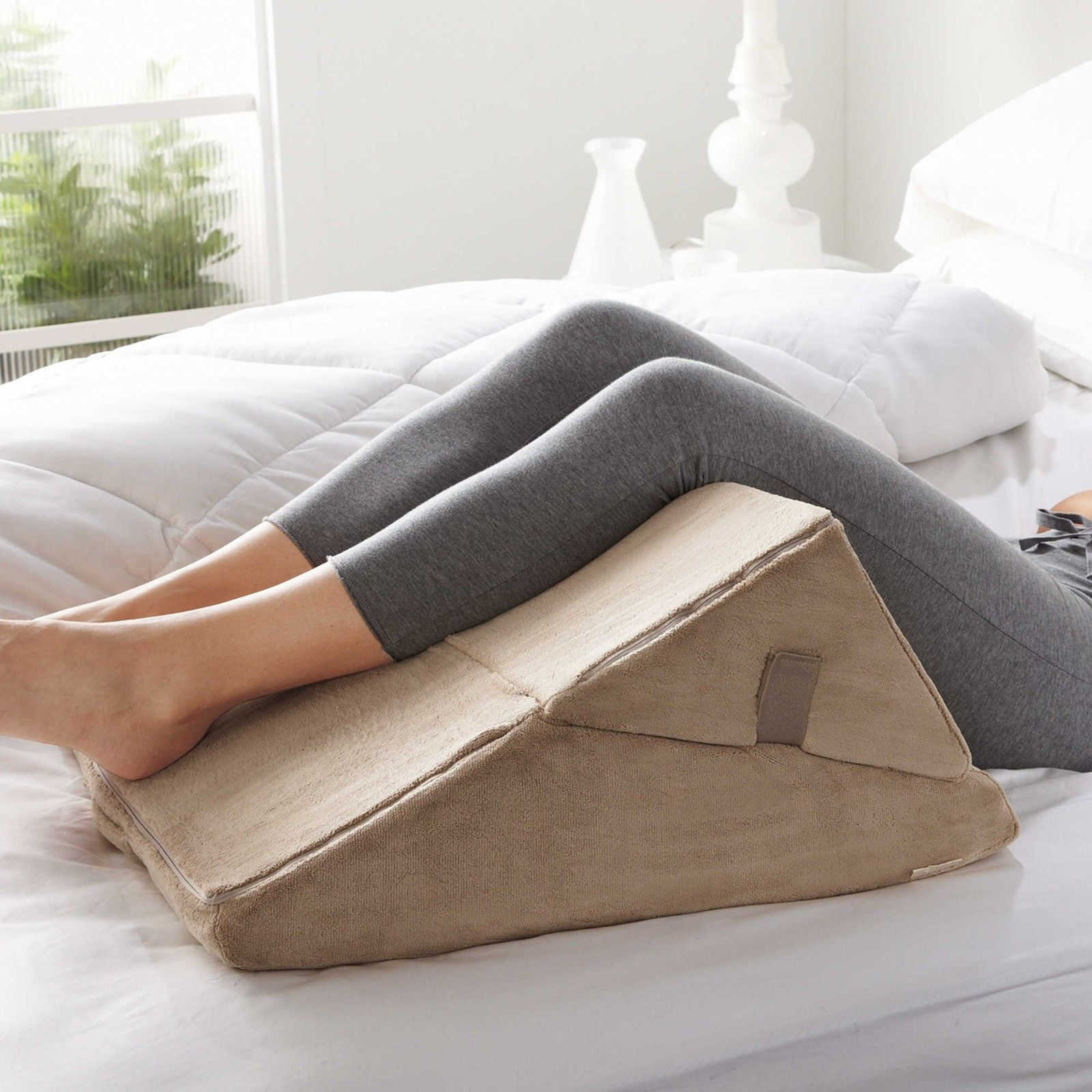 Image of: Small Triangle Pillow