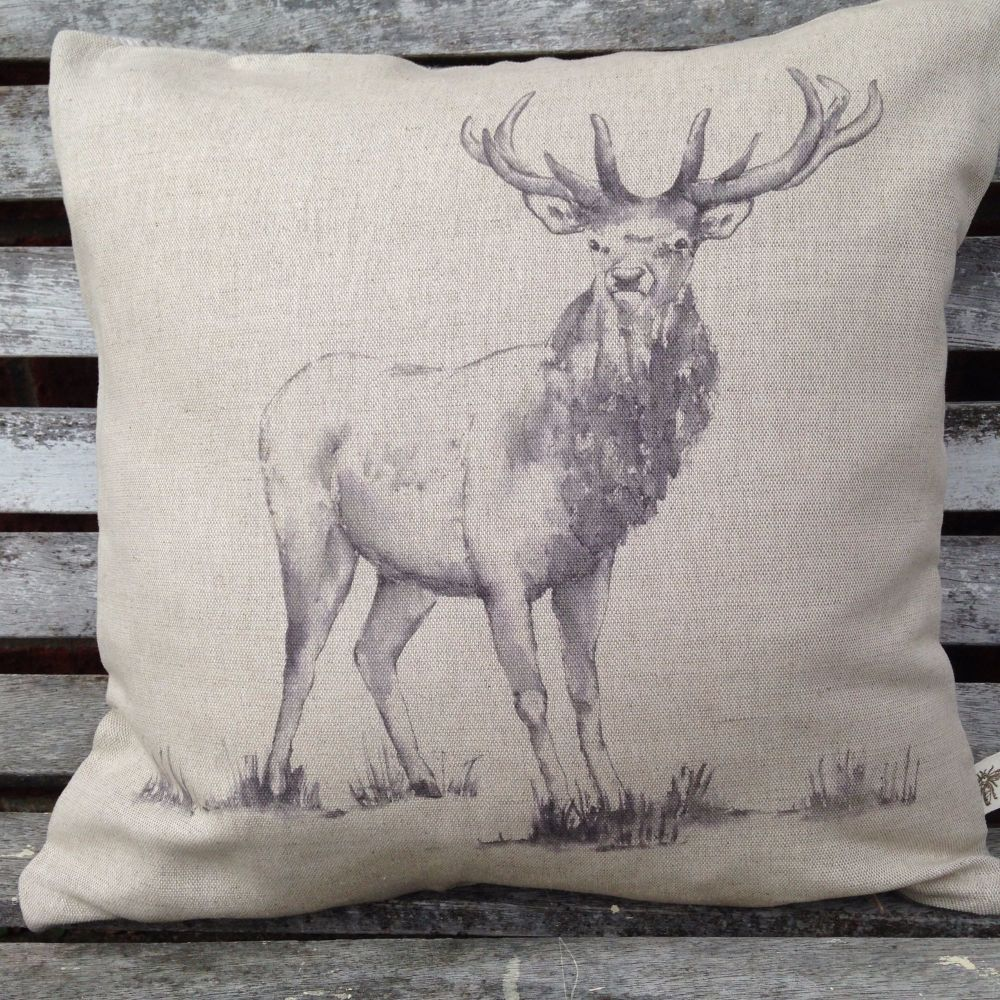 Image of: Stag Pillow Design