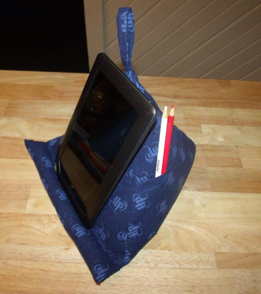Image of: Tablet Pillow Stand
