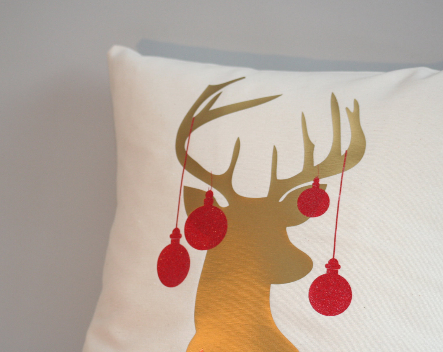 Image of: Top Stag Pillow