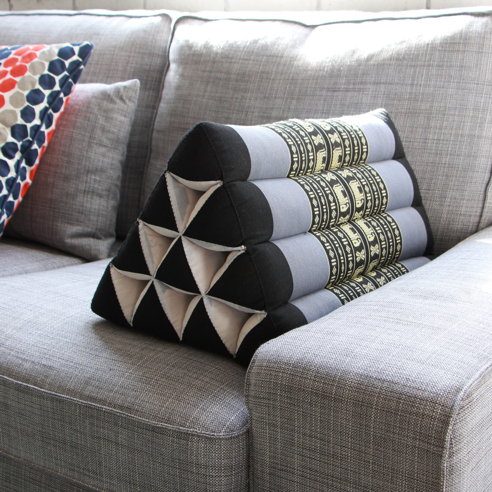 Image of: Triangle Pillow Decorative
