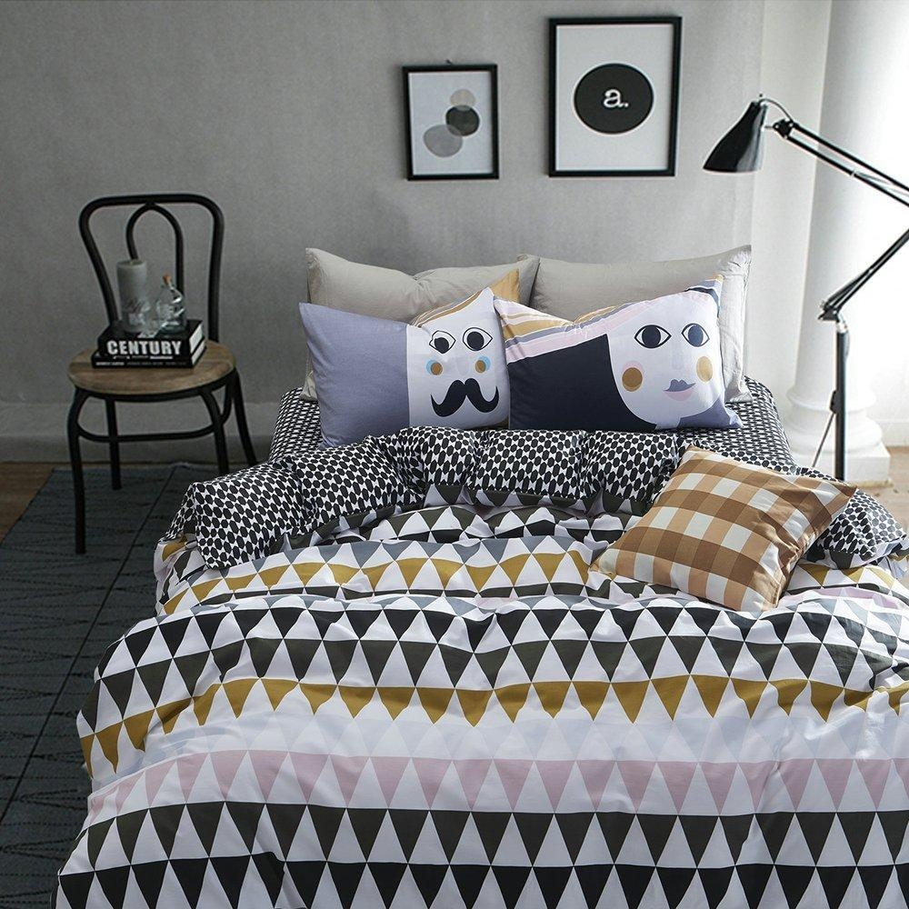 Image of: Triangle Pillow Design