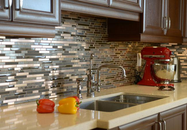 Image of: Amazing Cutting Glass Tile Backsplash Ideas