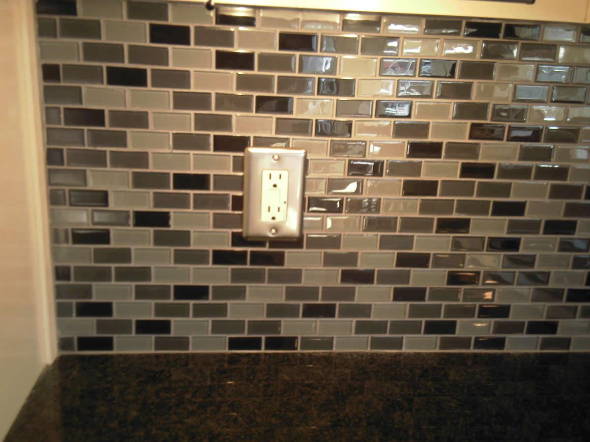 Image of: Amazing Glass Mosaic Tile Backsplash Ideas