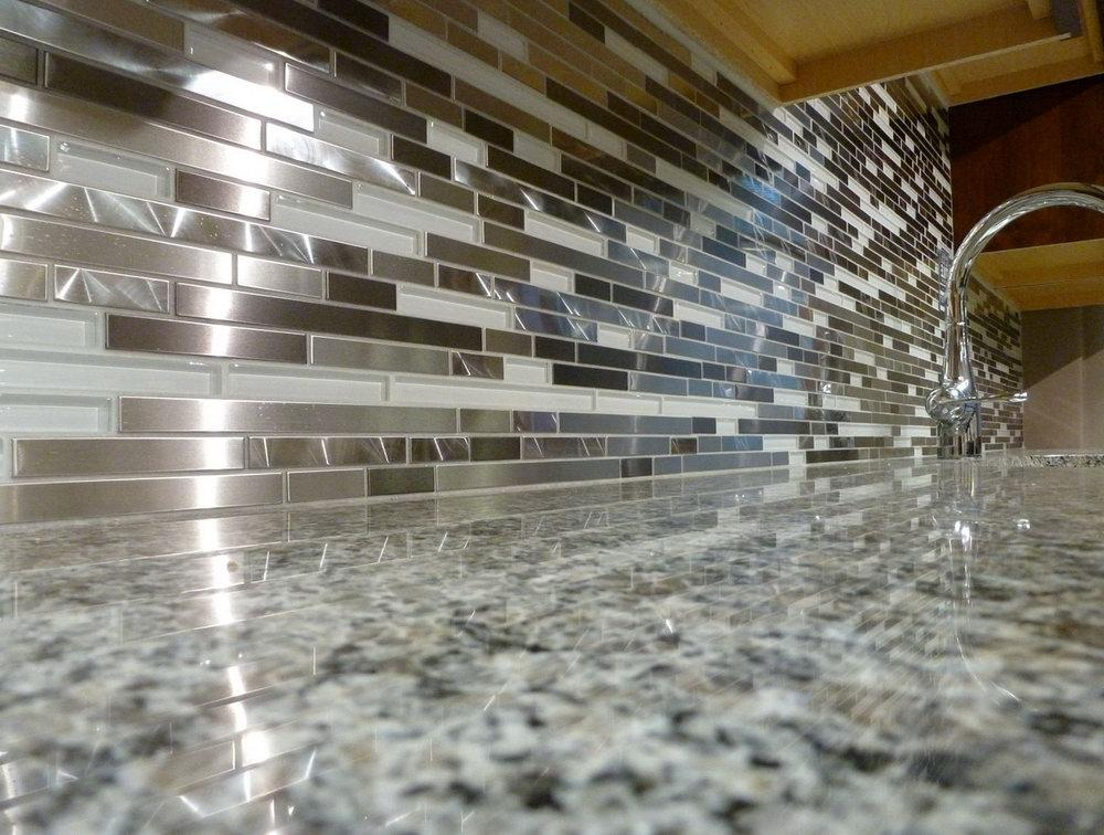 Image of: Amazing Glass Tile Backsplash Kitchen Ideas