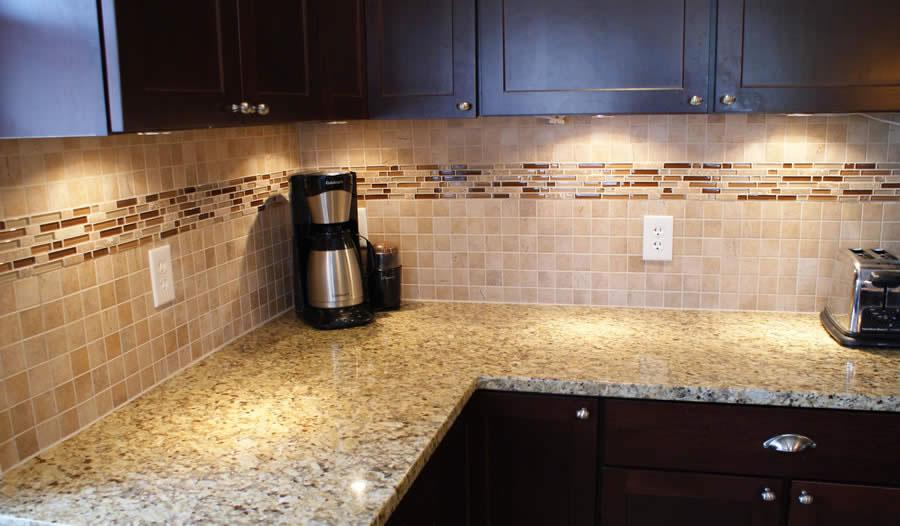 Image of: Amazing Glass Tile Kitchen Backsplash Ideas