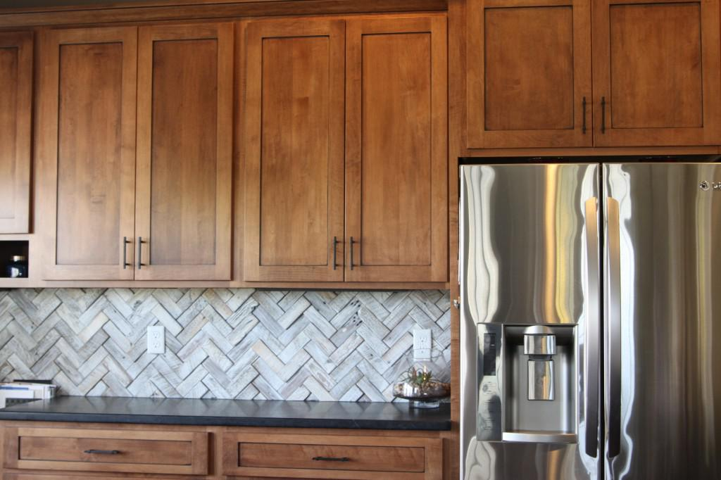 Image of: Beautiful Herringbone Subway Tile Backsplash Ideas