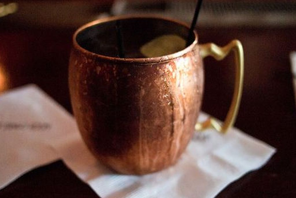 Image of: Classic Copper Mug Bar