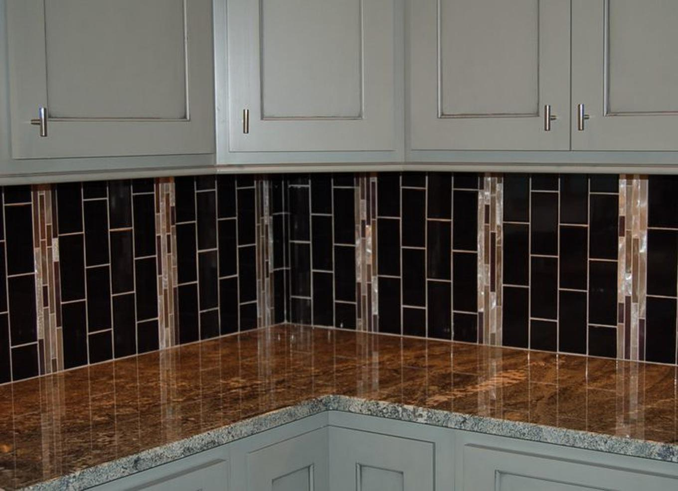 Image of: Elegant Glass Tile Kitchen Backsplash Ideas