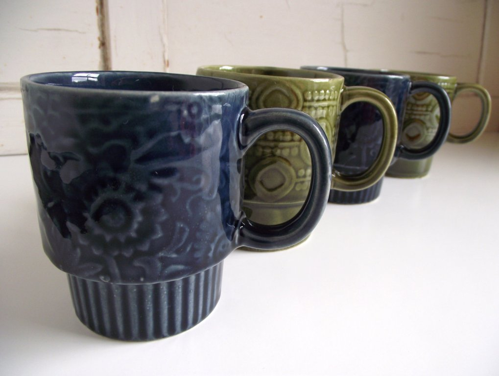 Stackable Coffee Mugs with Rack Gibson