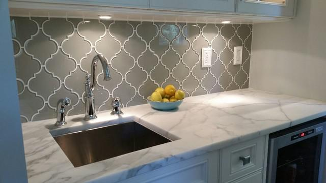 Image of: cream arabesque tile backsplash