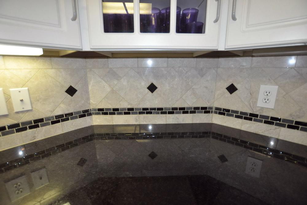 Image of: dark granite countertops backsplash ideas