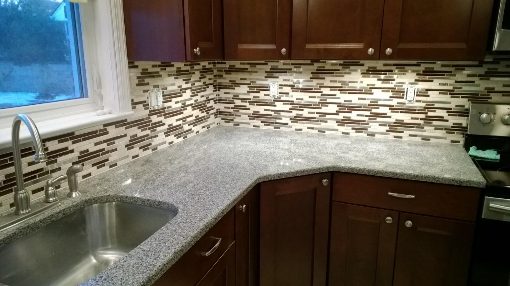 Image of: glass tile backsplash and granite countertops