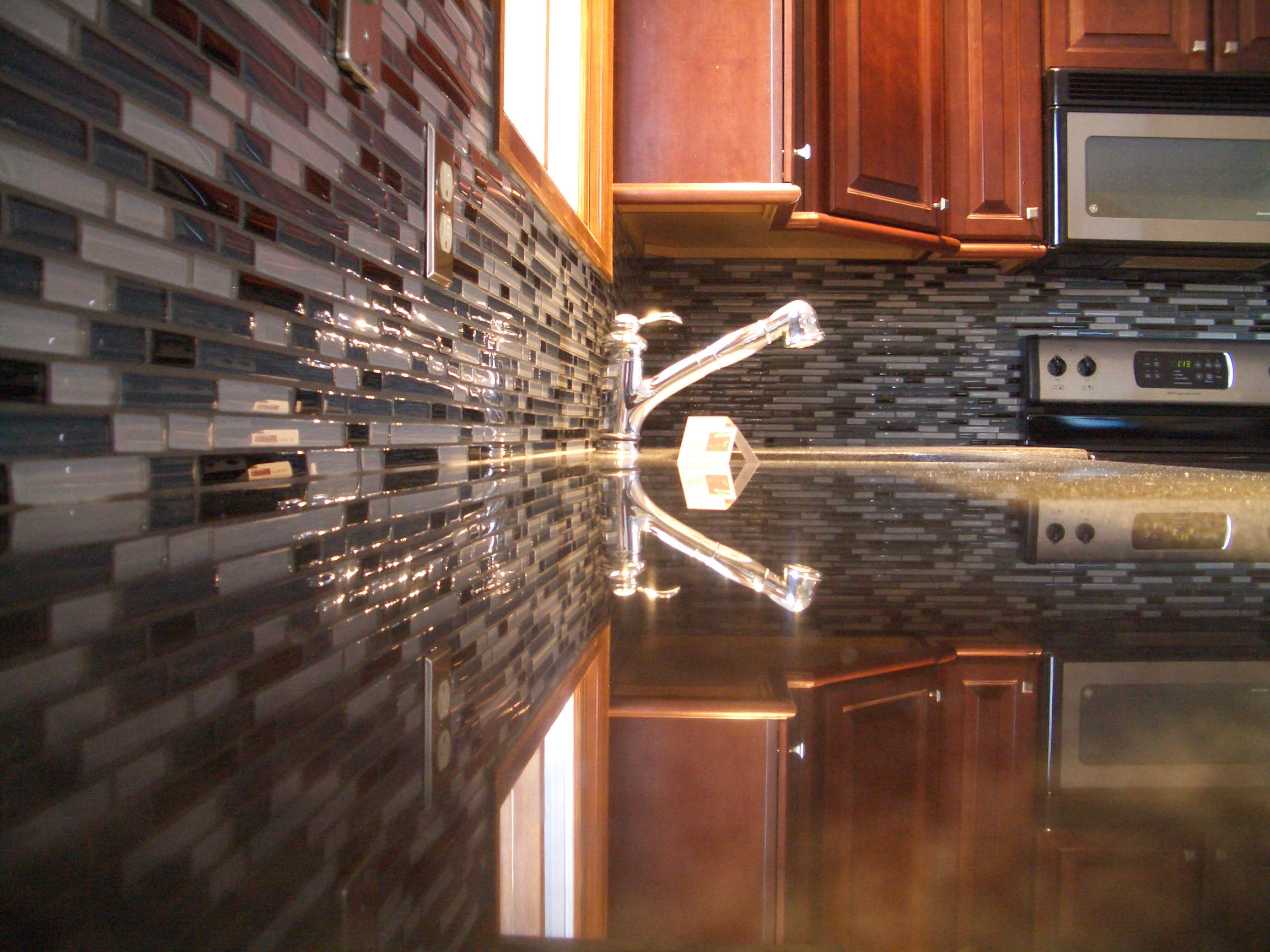 Image of: glass tile kitchen backsplash