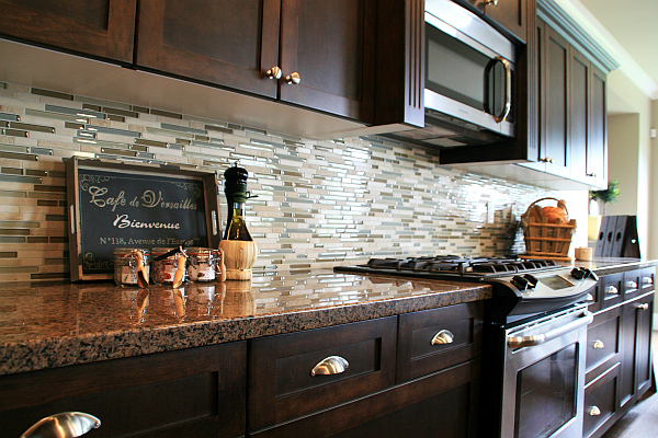 Image of: Contemporary Kitchen Backsplash Ideas Dark Cabinets
