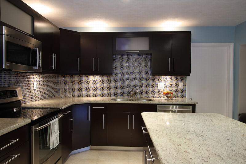 Image of: kitchen backsplashes for dark cabinets