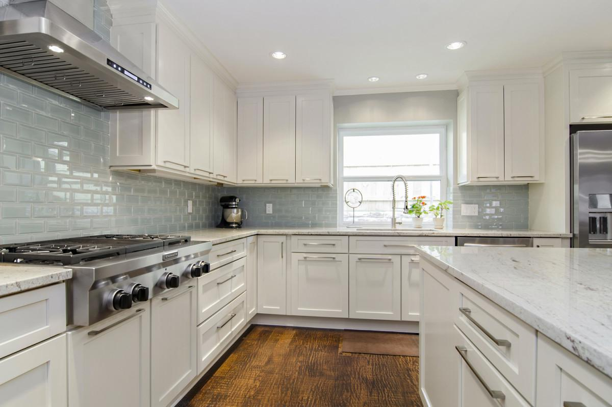 Image of: kitchen backsplashes for white cabinets