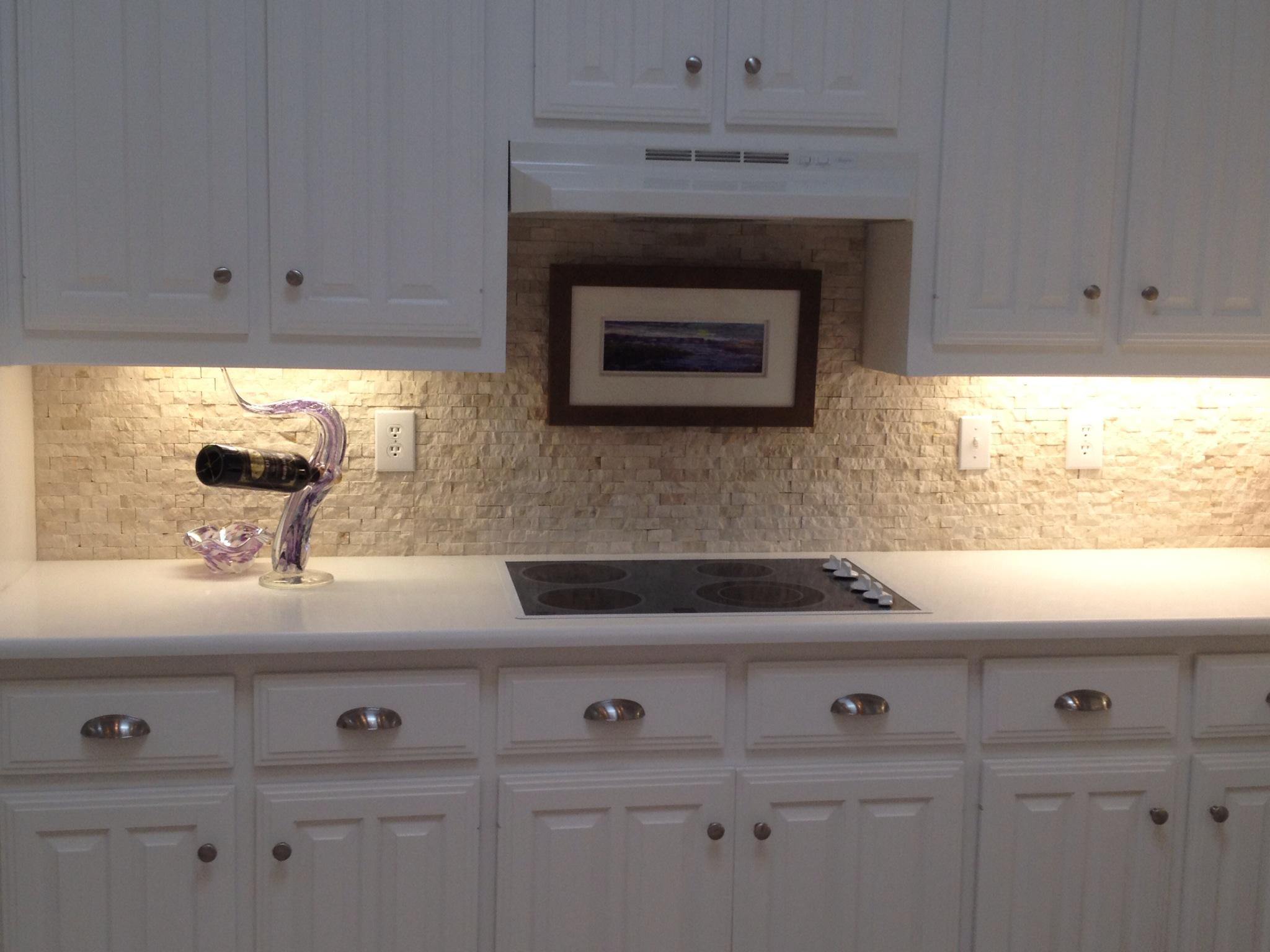 Image of: river rock backsplash