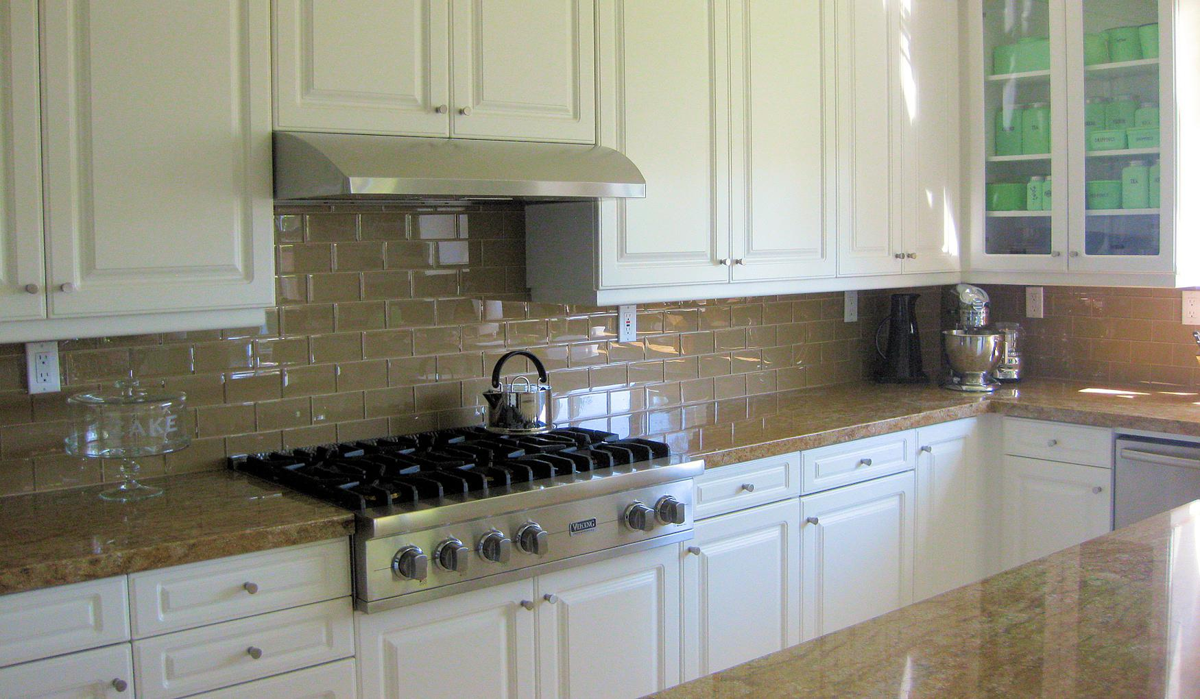 Image of: subway backsplash herringbone