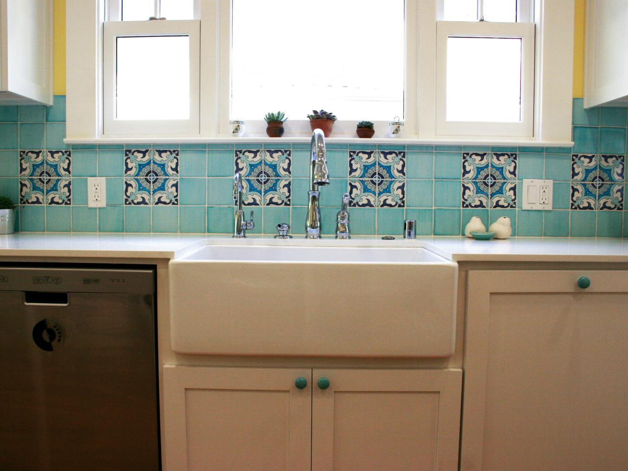 Image of: Subway Ceramic Tiles Kitchen Backsplashes Designs Ideas
