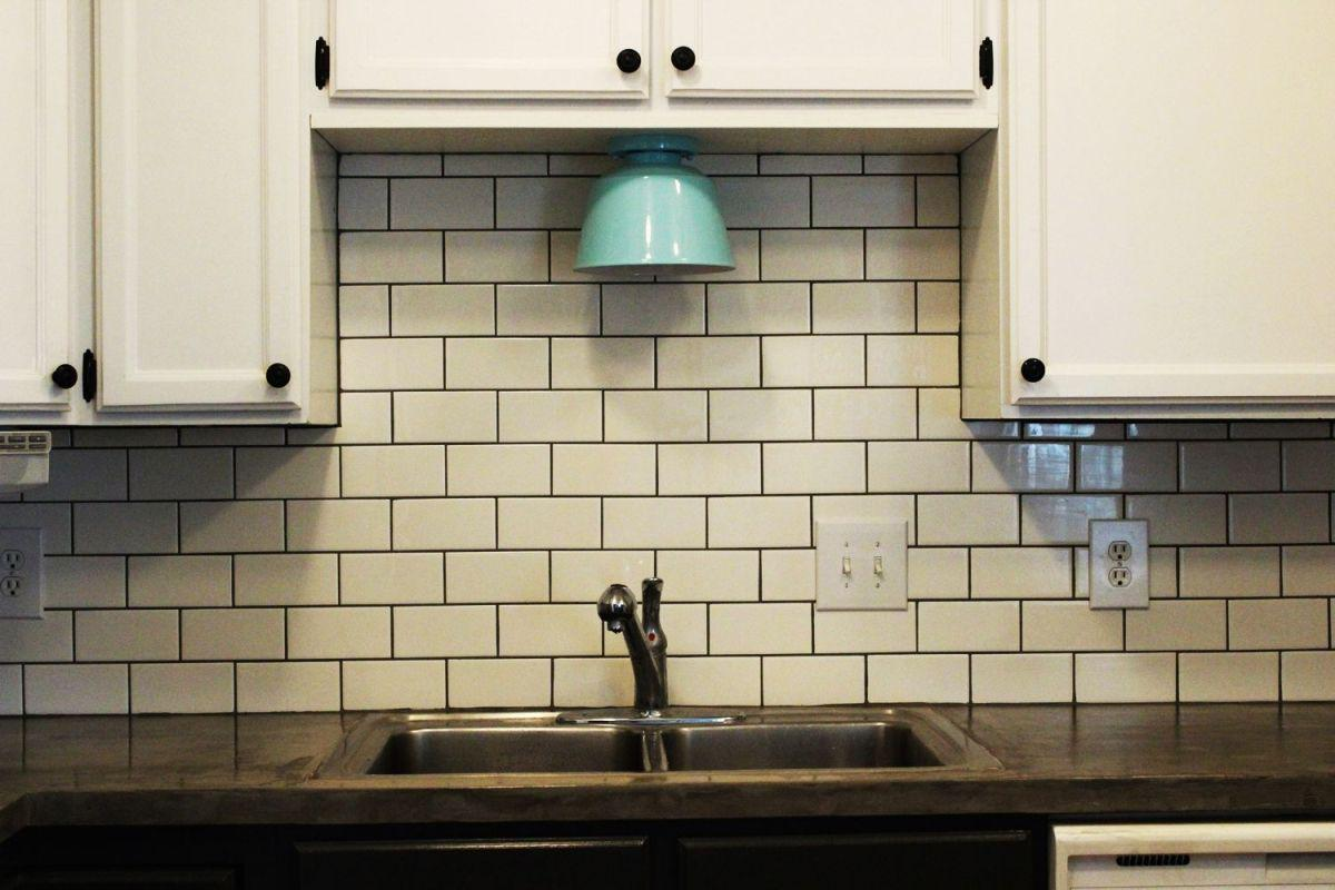 Image of: subway tile backsplash accent