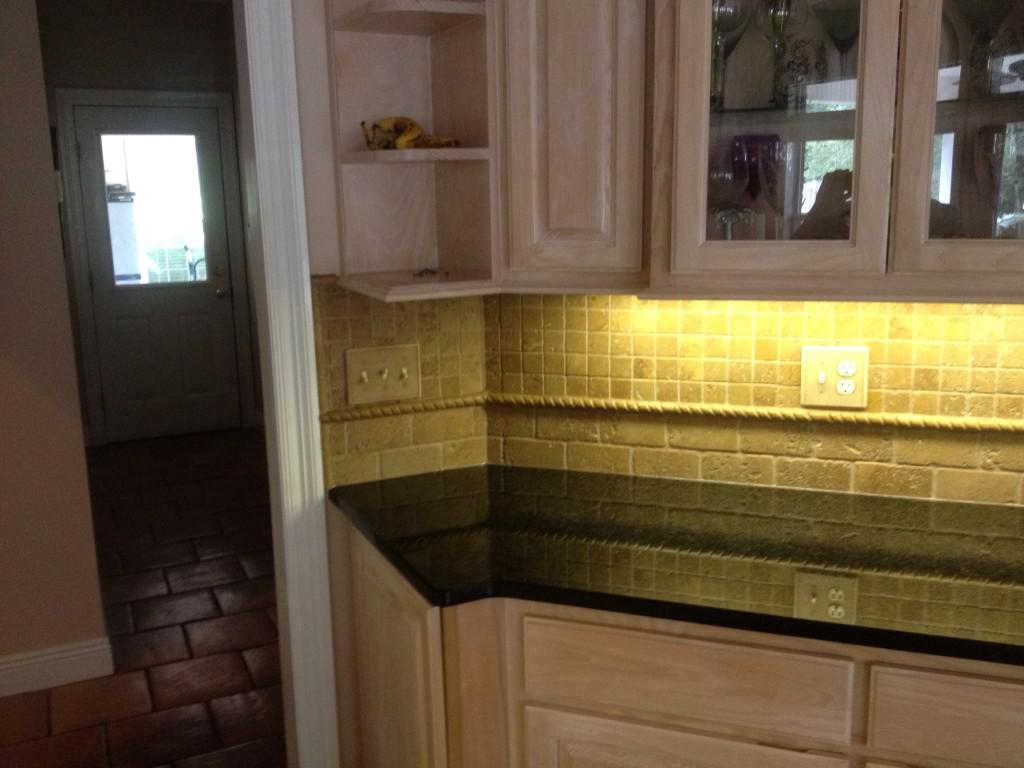 Image of: tumbled travertine backsplash