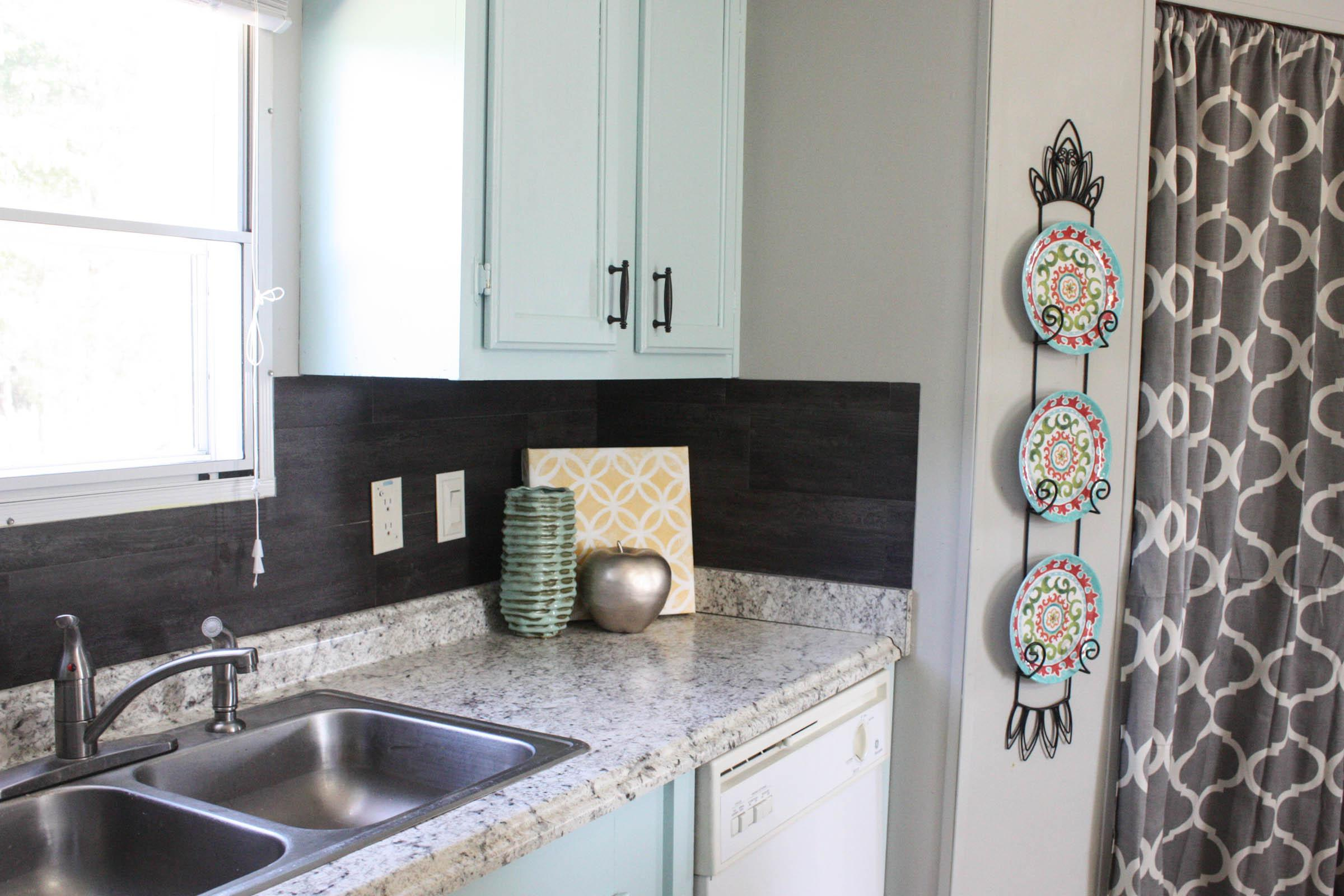 Image of: using vinyl tile for backsplash