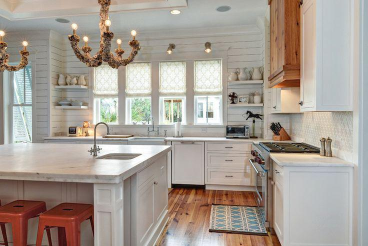 Image of: vertical shiplap backsplash