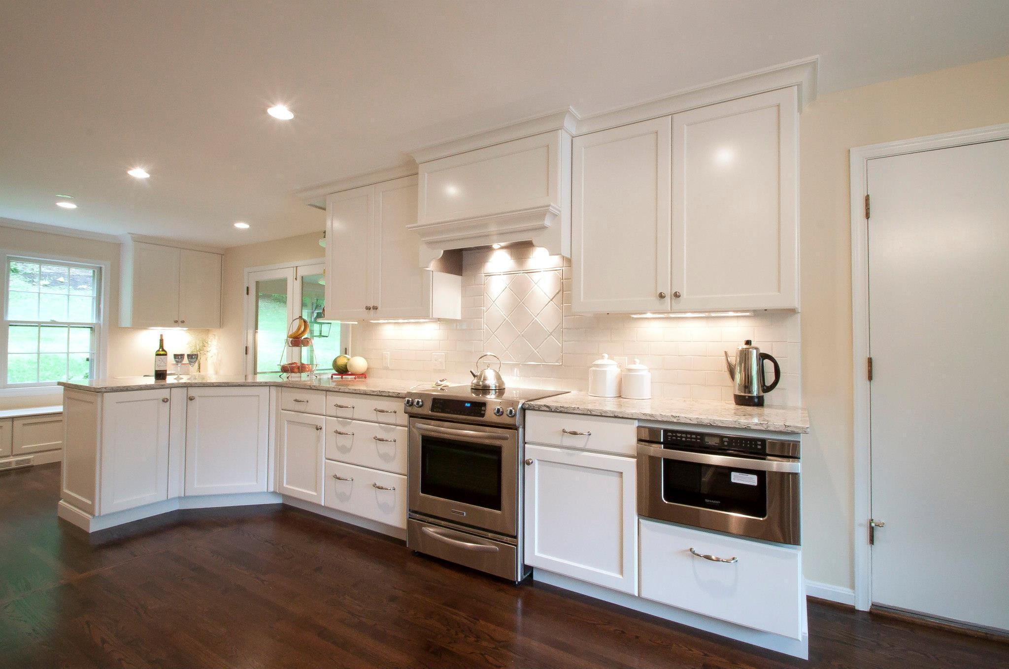 Image of: white glass backsplash kitchen