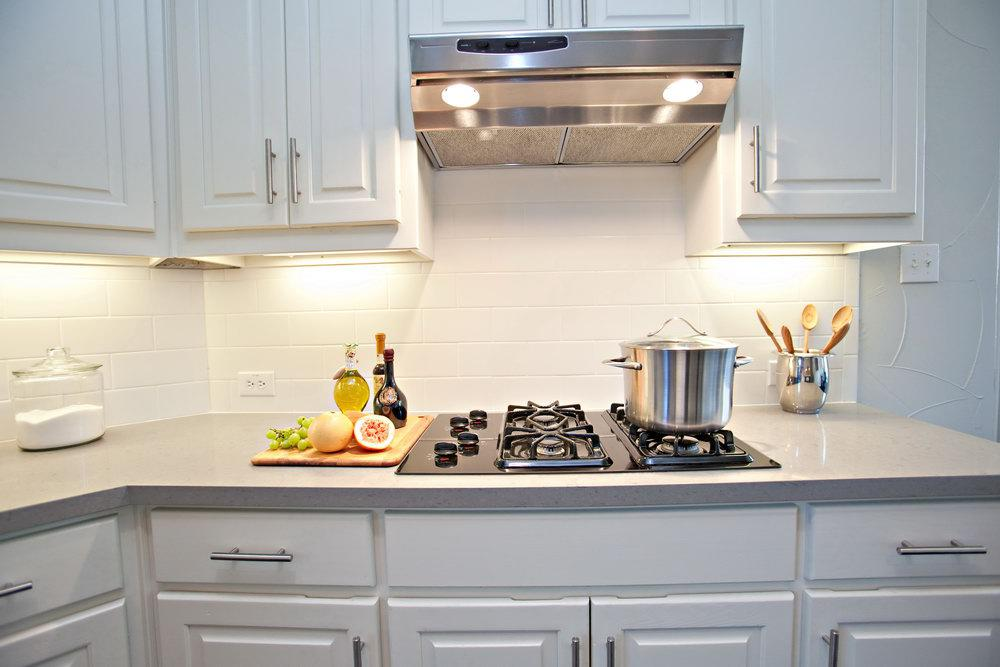 Image of: white tile backsplash with dark grout