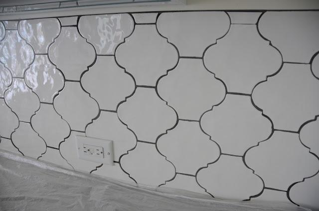 Image of: Quatrefoil backsplash modern ideas