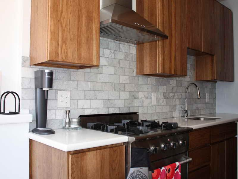 Image of: Gray White Subway Tiles Backsplash Ideas