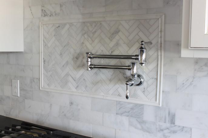 Image of: Herringbone Marble Backsplash Designs Ideas