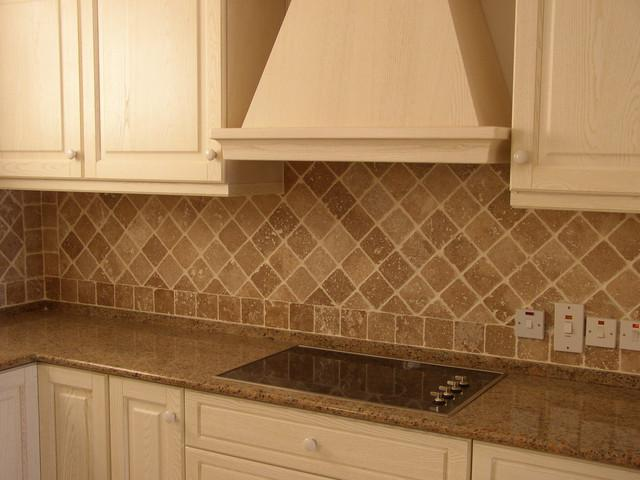 Image of: Honed Travertine Tile Backsplash Design Ideas