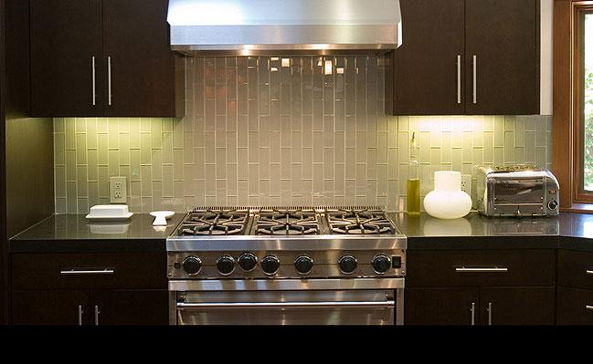 Image of: Elegant Shine Tiles Backsplash Modern Ideas
