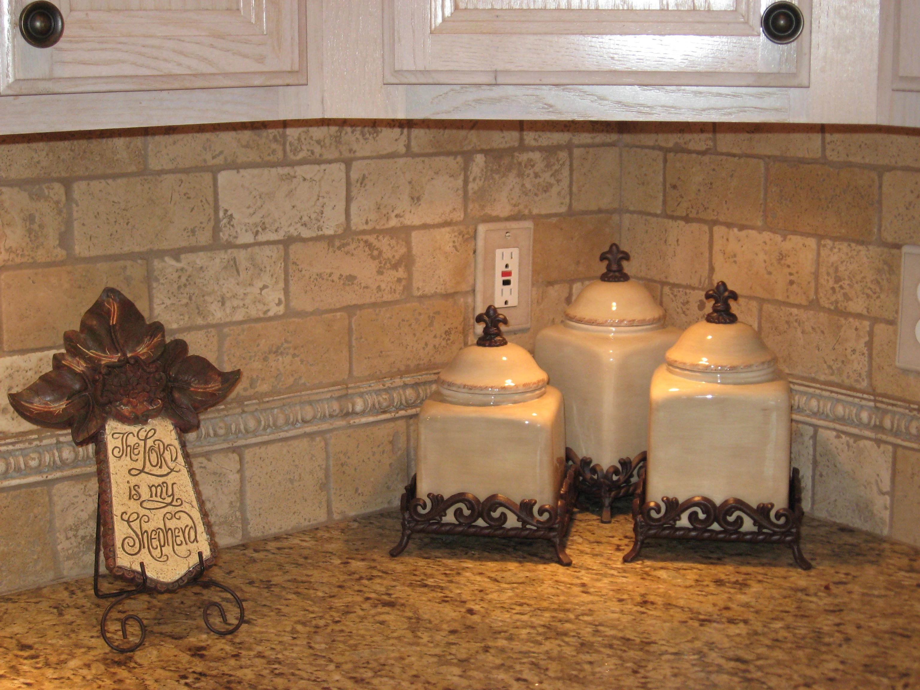 Image of: Simple Cheap Travertine Backsplash Tile
