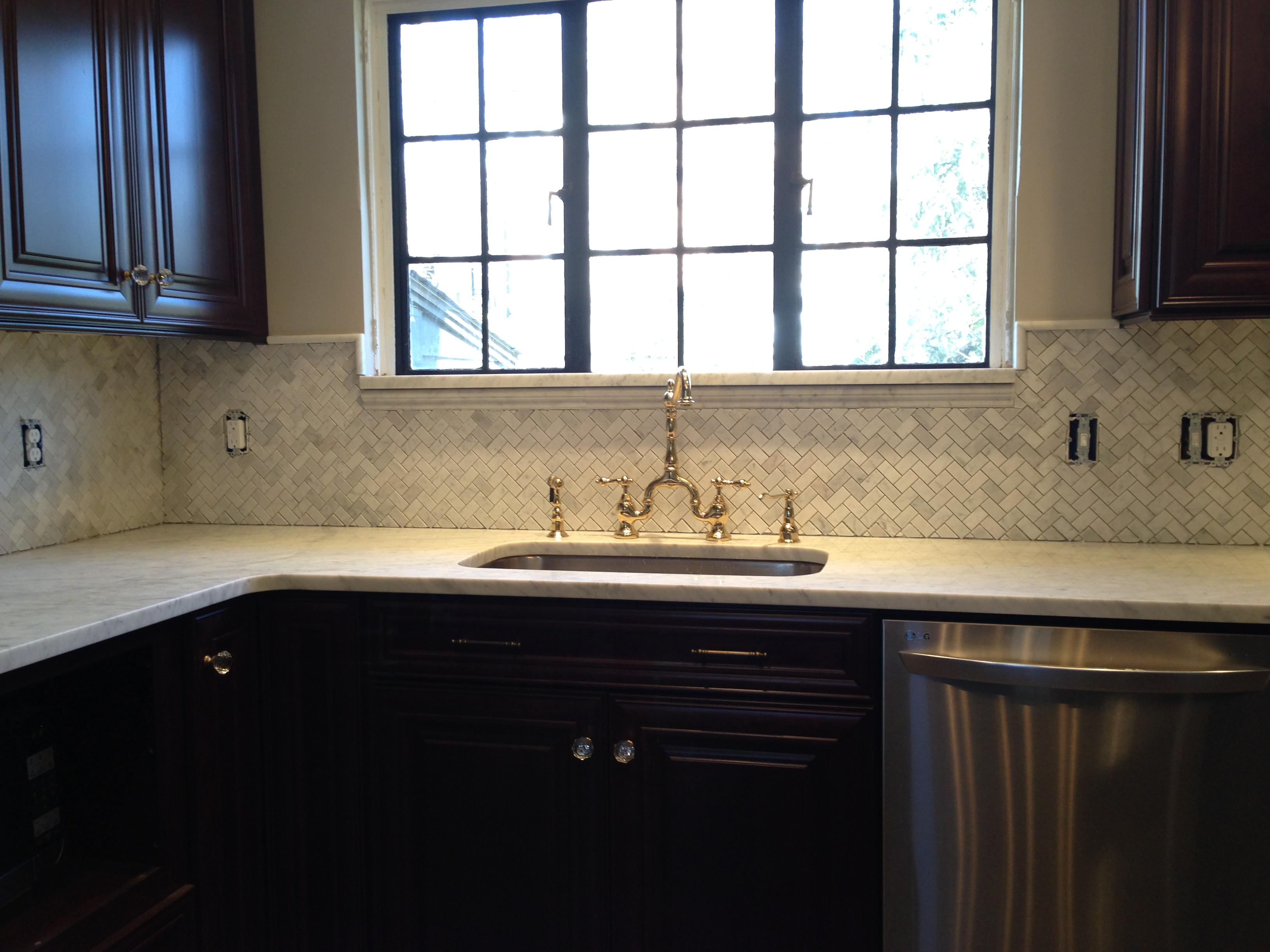 Image of: Tumbled Marble Backsplash Designs Ideas
