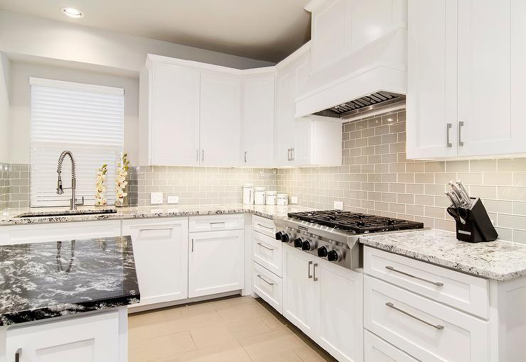 Image of: White Kitchen Backsplash Subway Tiles Ideas