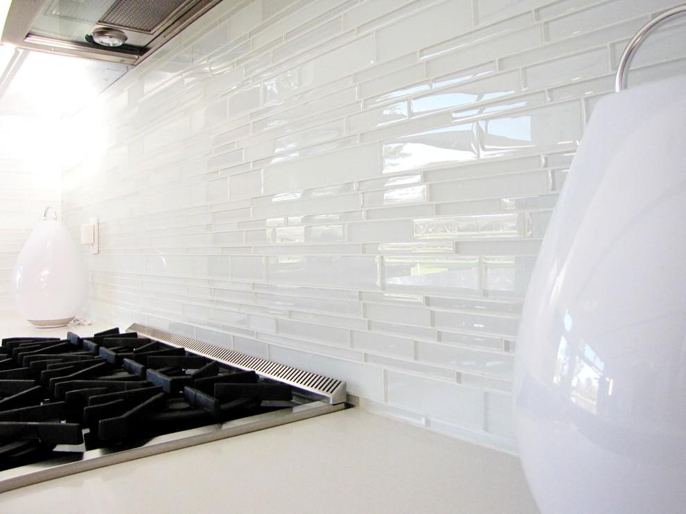 Image of: Modern White Subway Tile Backsplash Ideas