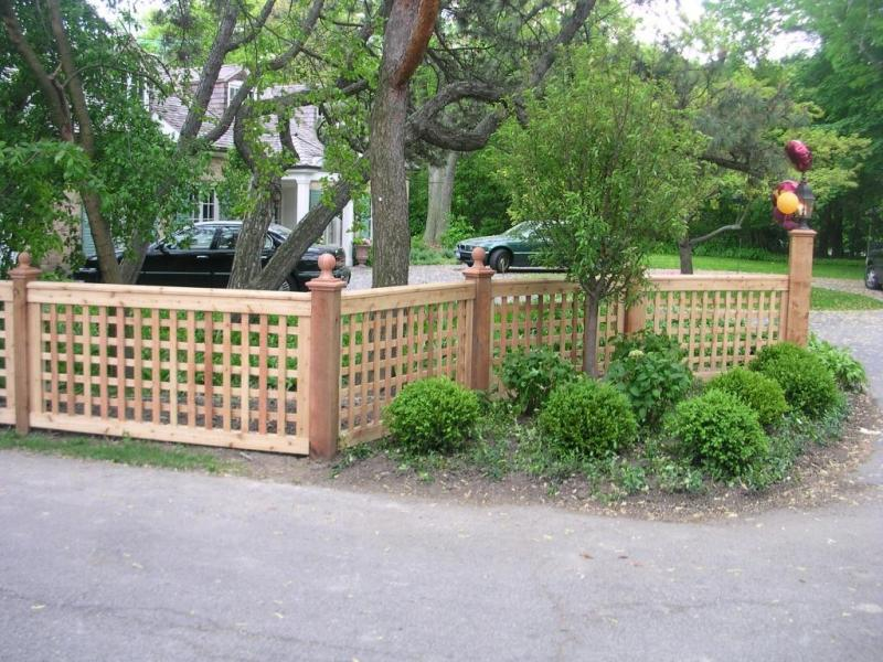 Image of: Beautifully Decorative Garden Fencing Ideas