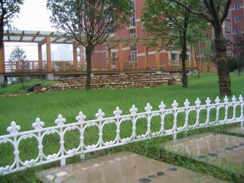 Image of: White Metal Decorative Garden Fencing Ideas