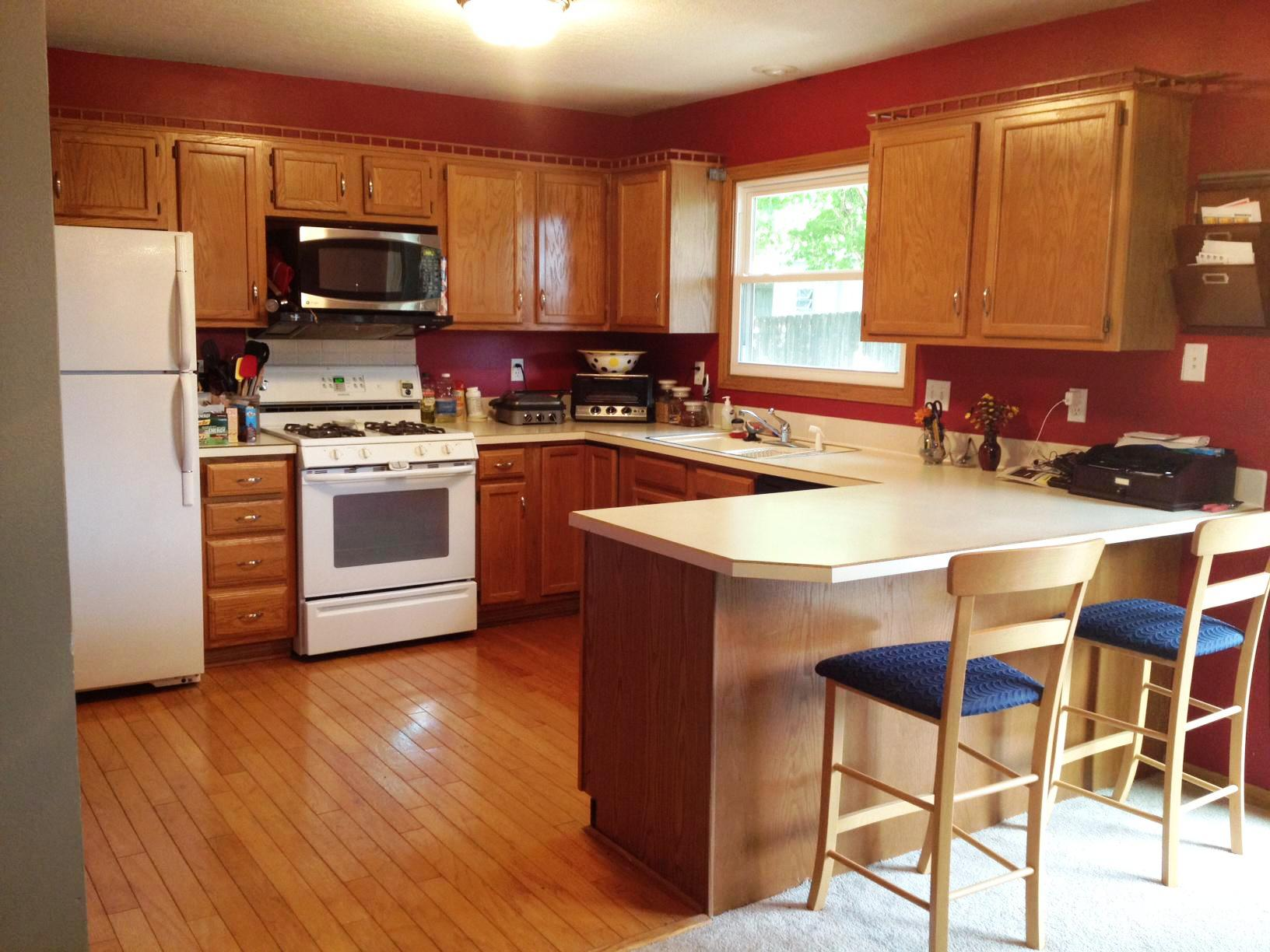 Image of: Kitchen Paint Colors With Dark Oak Cabinets
