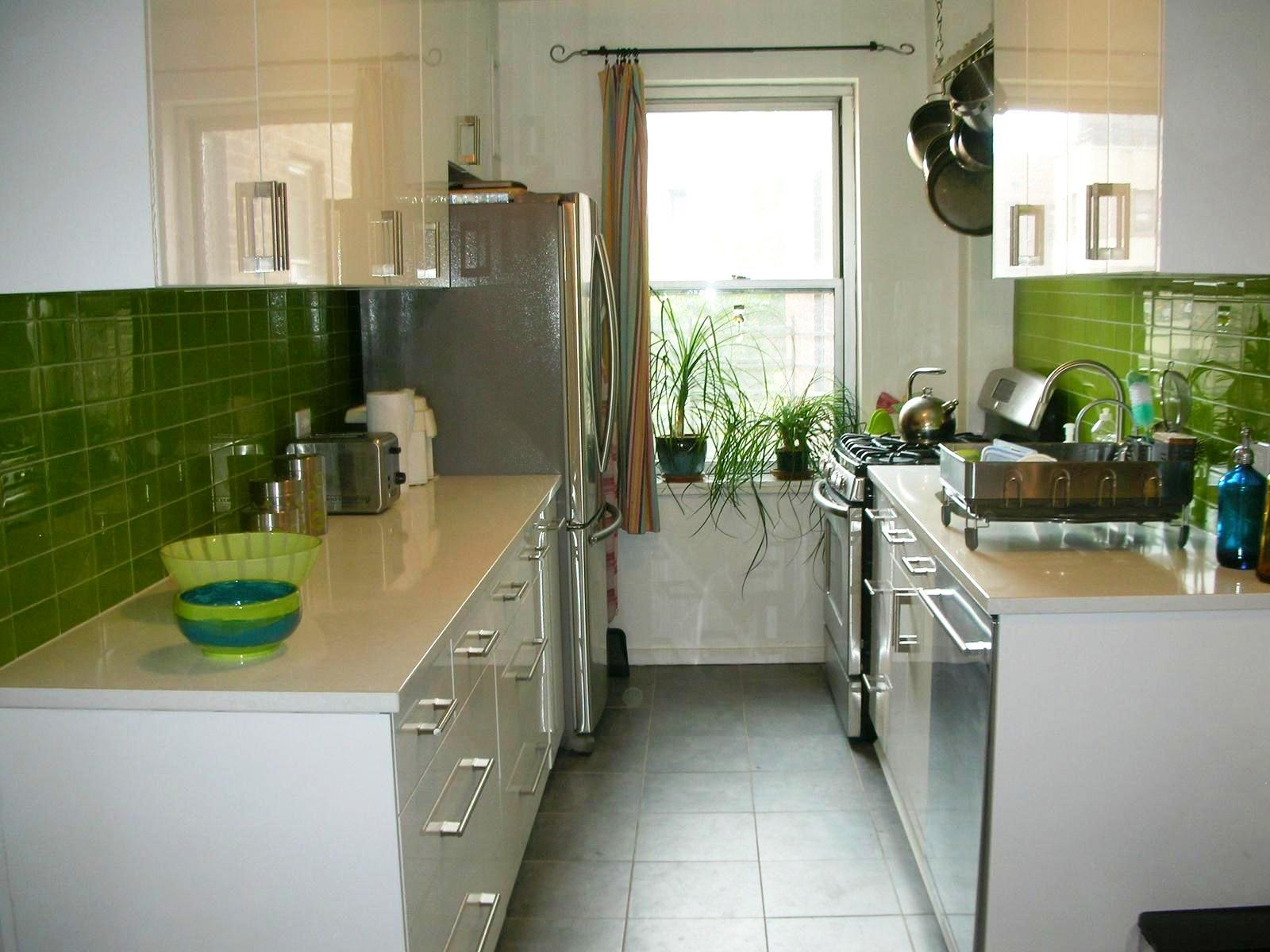 Image of: Green Kitchens With Oak Cabinets