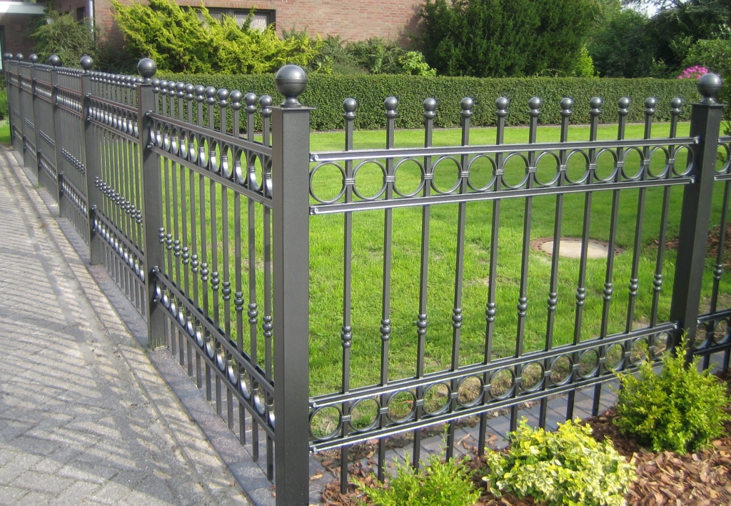 Image of: Iron Fence Antique Designs Ideas