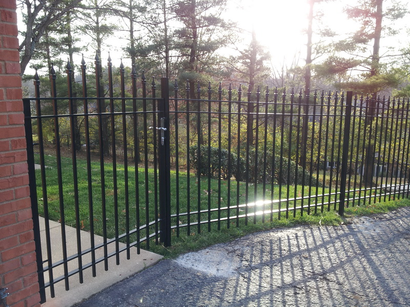 Image of: Iron Fencing Gates